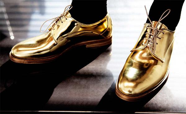 L'homme aux chaussures d'or