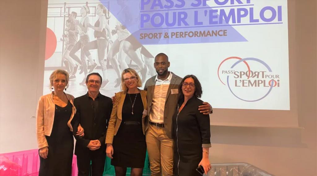 Le co-fondateur de Pass'sport pour l'emploi Benoît Campargue aux côtés des principaux membres de l'association lors du lancement à Tours le vendredi 31 janvier 2020